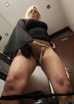 MILF Toilet Porn Pictures