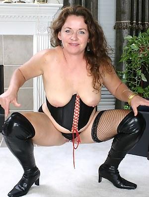 MILF High Heels Porn Pictures
