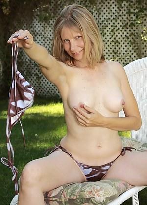 Milf porn outdoor