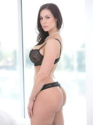 MILF Bra Porn Pictures